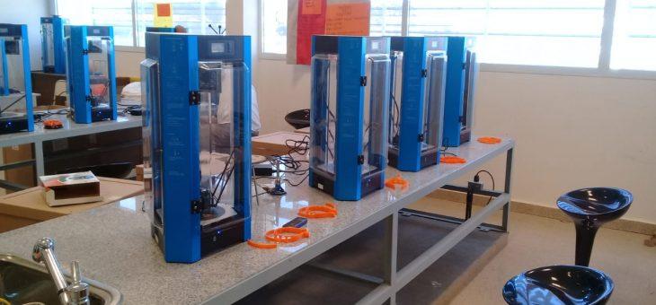 Directivos y docentes de educación técnica y formación profesional colaboran con producción de elementos para hospitales con impresoras 3D